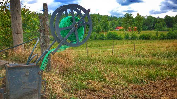 Fiberplogen plöjer slang i Spetsebo